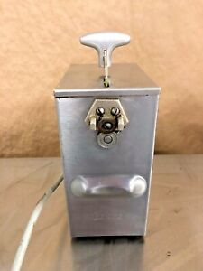 Edlund Model 266 Single speed Electric Can Opener Works Great