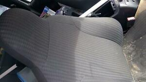 Front Seat Jeep Liberty 04