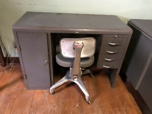 Vtg Cole Steel Mini Small Kid Size Tanker Industrial Desk Fine Rest Swivel Chair