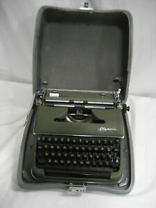Refurb Olympia Deluxe Manual Typewriter Way Ahead Of It s Time Quality Features
