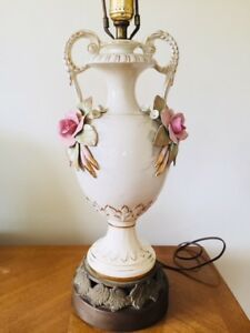 Vintage Ornate Floral Rose Flower Porcelain Urn Vase Table Lamp