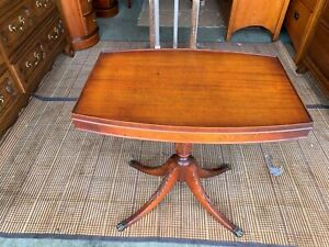 Beautiful Antique Solid Mahogany Accent Carved Legs Side End Table L K