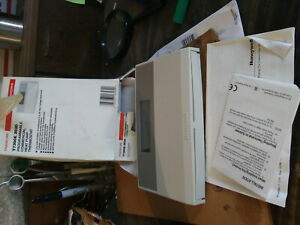New Old Stock Honeywell T7300e 2020 Programmable Commercial Heat Pump Thermostat
