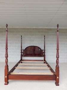 Thomasville Mahogany Collection Queen Size Chippendale Style Poster Bed