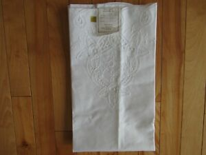 2 Nwt Elegant Embroidery Vintage Lace Pillow Cases Shams People Of China 20x30