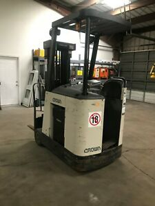 Crown Rc 3000 Series Electric Forklift Docker 3 Stage Low Hours Only 3427