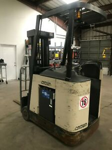 Crown Rc 3000 Series Electric Forklift Docker 3 Stage Hours 7918 New Battery
