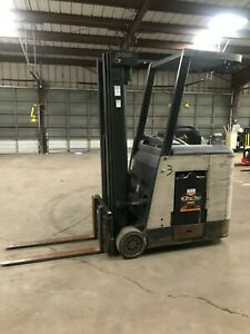 Crown Rc 3000 Series Electric Forklift Docker 3 Stage Hours 6035