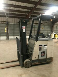 Crown Rc 3000 Series Electric Forklift Docker 3 Stage Hours 4775