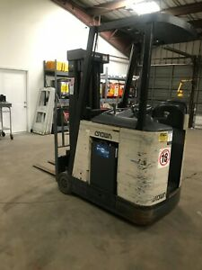 Crown Rc 3000 Series Electric Forklift Docker 3 Stage Hours 4594 New Battery