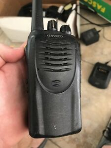 Kenwood Tk 3160 Uhf 450 490 Mhz Portable Transceiver Two Way Radio W Battery