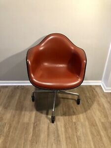 Rare Vtg Orig Herman Miller Eames Fiberglass Shell Chair Wheel Swivel Naugahyde