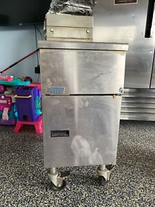 Pitco Sg14 s Natural Gas 40 50 Lb Stainless Steel Floor Fryer