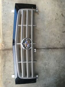 2002 2006 Cadillac Escalade Grille Grill Front Bumper Emblem Oem Small Imperfecr
