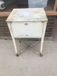 Vintage Old Galvanized Wash Tub On Stand With Lid