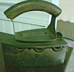 Antique Akron 034 Gas Cast Iron Sad Flat Clothes Iron Rare Arched Wooden Handle