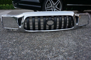2001 2004 Toyota Tacoma Front Grille Chrome new