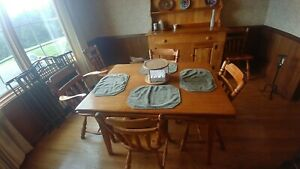 Cushman Colonial Creation Dinning Room Set