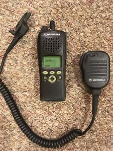Motorola Xts2500 Model Ii Radios Model H46uucf9pw6an Battery And Mic Included
