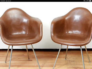 Rare Pair Of Eames Shell Chairs In Special Mocha 1950s By Herman Miller
