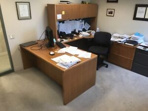 Haworth Executive U Shaped Desk Right Hand Return With Hutch