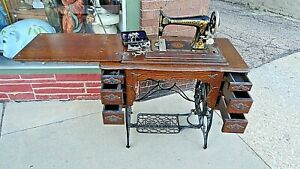 Victorian Antique Parlor Quarter Oak Iron Franklin Sewing Machine Beautiful