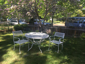 Vintage Russell Woodard Mesh Patio Set 2 Chairs And Table