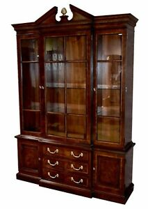Vintage Henredon One Piece Inlaid Federal Style China Cabinet W Brass Finial
