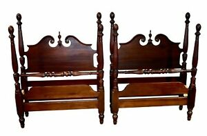 Vintage Pair Of Four Poster Pineapple Mahogany Twin Beds