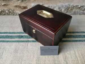 A Travelling Leather Jewellery Box