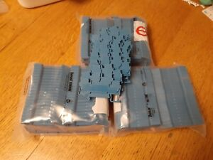 Lot Of 132 Phoenix Contact Sttb 2 5 Terminals Blue