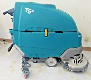 Tennant T5e 32 Floor Scrubber 472 Hours New Batteries