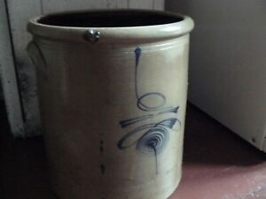 Antique 6 Gallon Early Redwing Stoneware Crock With Hand Drawn Lazy Beesting