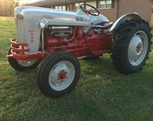 Ford 600 1955 Grey And Red Antique Farm Tractor
