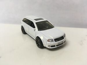 2004 04 Audi Avant Rs2 Collectible 1 64 Scale Diecast Diorama Model