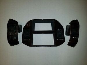 2001 To 2006 Mitsubishi Montero Limited Dash Wood Grain Radio Bezel Side Vents