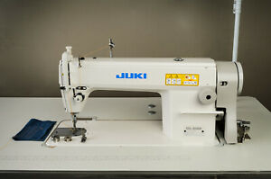 Juki Ddl 5550n Industrial Straight Stitch Sewing Machine Made In Japan Table