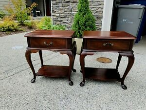 Beautiful Antique Pair Of Mahogany Willi Jablinski Bedside Nightstands Tables