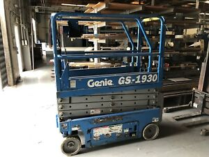 Genie Gs1930 19 Electric Scissor Lift Man Aerial Platform Runs Great Year 2005