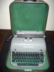 Refurb Remington Portable Manual Typewriter 11 Carriage Lockable Case handle