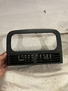 00 01 02 04 Jeep Grand Cherokee Front Dash Center Ac Air Vent Grill Radio Bezel