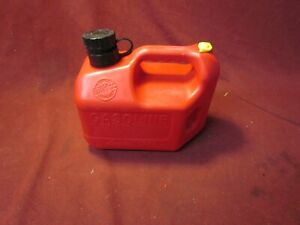 Vintage Blitz Made In The Usa 1 Gallon 4 Oz Vented Red Gas Can With Spout