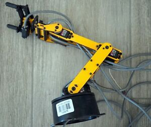 Table Top Robotic Arm May Be Prototype experimenters Delight