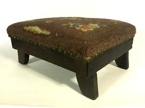 Antique Ca 1900 Walnut Wooden Footstool W Needlepoint Cover 15 1 4 Long