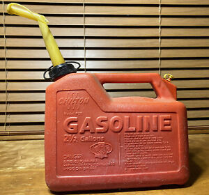 Chilton Plastic Pre Ban 2 1 2 Gallon Gas Can P25 Without Screen