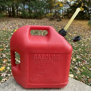 Vintage Pre ban Blitz 5 Gallon Vented Gas Can 11833