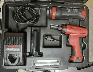 Snap On Cts561clr Screw Driver Flashlight 2 Battery Charger Case Chuck