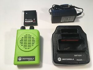 Motorola Minitor V 5 Vhf Band Pagers 151 159 Mhz Nsv 2 chan Apex Green W charger
