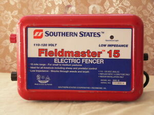 Southern States Fieldmaster 15 Electric Fencer Clean Working Great