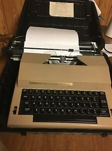Sears the Electric 2 Typewriter With Correction W Carrying Case 161 53150